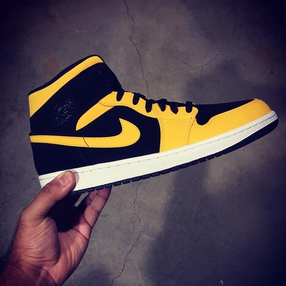 e70b56e535f Jordan Shoes | Air 1 Mid Yellowblack 554724071 Sz 12 | Poshmark